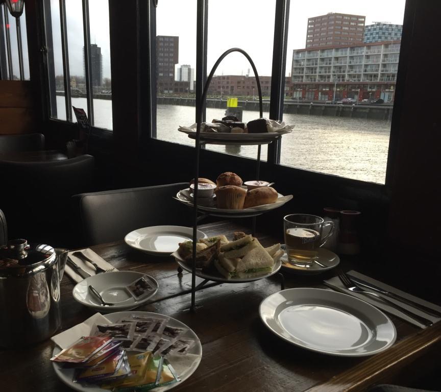 high tea - de zwarte zwaan - rotterdam - splashtours